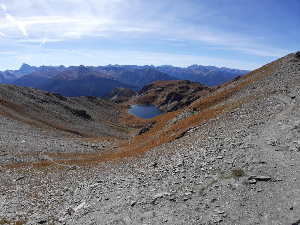 Depuis le Malrif, vue sur le lac du Grand Laus. Le Viso se pointe tout à gauche